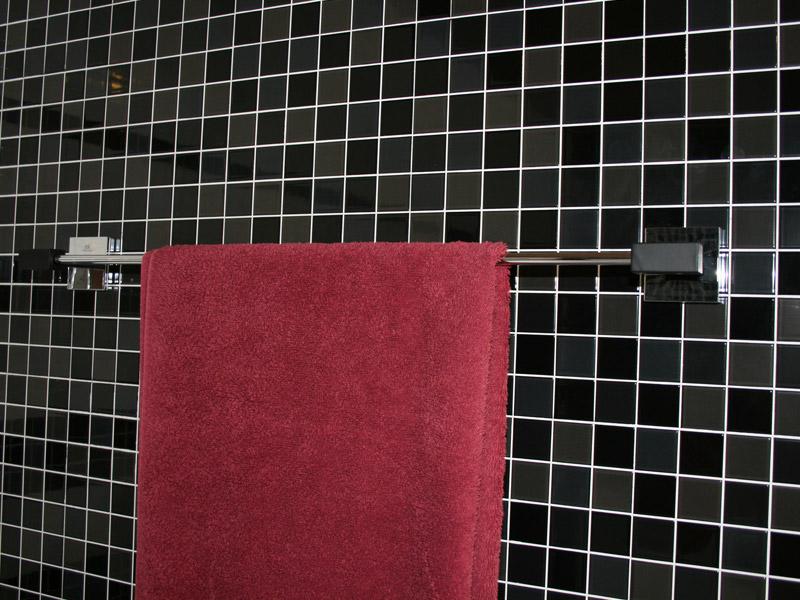 Držák ručníku KUBIC 65 cm chrom+černý